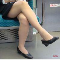 自然に目が行く・・・前に座る御姉様の脚!美脚電車!NO.19