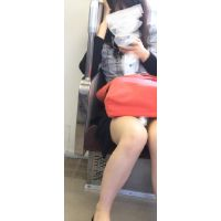 電車対面パンチラ18;マスク美女、ミニスカ、縞パンティー{後編}