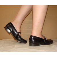 HARUTAのストラップ靴2_055 裸足で
