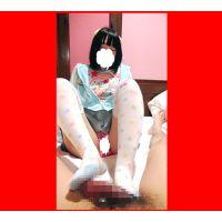 C3 一眼の写真 ニーソ足コキ パンチラしながら細い脚