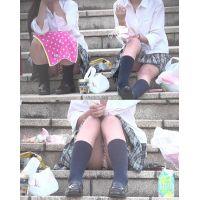 放課後座って話をしている制服の女の子〜動画〜