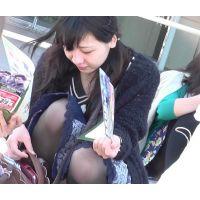 ミニスカなのにしゃがみっぱなしの女の子〜動画〜part2