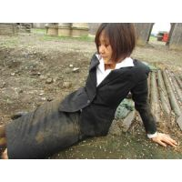屋外泥んこMESSY3(黒2ボタンリクルートスーツ)