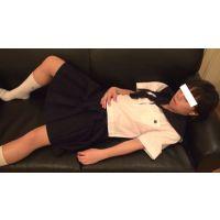 【個人撮影】爆睡中の妹に導○剤を飲ませてみた01 ─夏期制服・ソファいたずら編─
