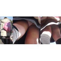 真面目そうな可愛いお姉さんはハイソックスの生脚に白いパンティーだった...