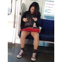 【対面】電車で向かいに座ったむちっとしたギャル