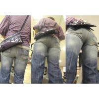 パンパンのジーンズの下に極薄のパンストを履いて体型を気にするキレイなママさん...