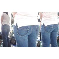 美人奥様は美巨尻でジーンズをパッツンパッツンに張らせる...