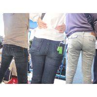 暑い日の運動会で巨尻を汗で湿らせてジーンズやパンツが張り付くママさんたち...