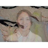 【看護師】よく遊びに行く友達のお母さんが夜勤で汚したパンティー【おまけ動画付き】