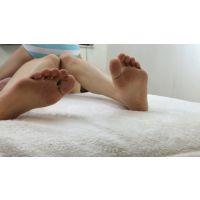 人妻・素人モデル 浜本さん、ワキノシタくすぐり中の悶える足裏映像