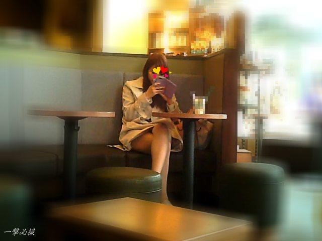 カフェでお茶していた美人女子大生が可愛くて顔と美脚を観察しました