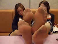 A sole of pantyhose beauty leg gal group of 2, a tiptoe image!!