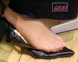 奇跡的に見かける、女性が靴脱ぎしている匂い立つ、夢のような風景NO.38