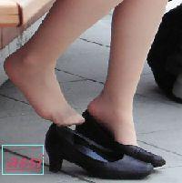 最新作!奇跡的に見かける、女性が靴脱ぎしている匂い立つ、夢のような風景NO.43