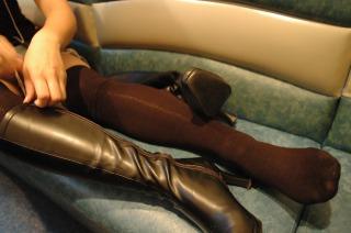 女子大生のブーツで蒸れた足の匂い