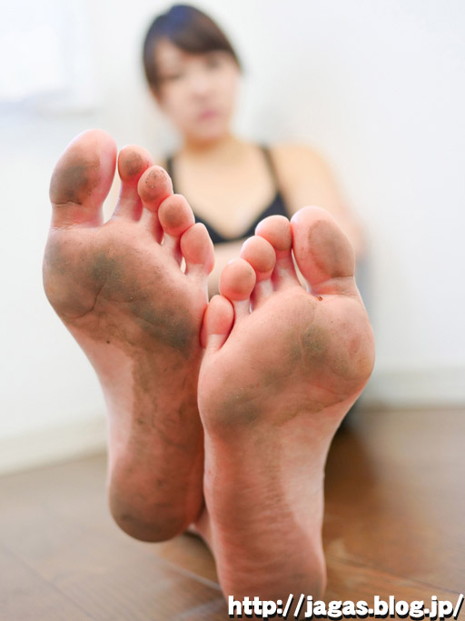 Dirty soles ~佳奈の汚御足~