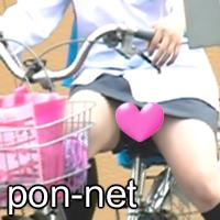 横断待ちでかわいい娘が自転車で見えちゃったゆるゆる大股開き